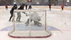 Jääkiekkojuniorit harjoituksissa, Kuusankosken jäähalli, KooKoon juniorit Kouvolassa