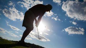 golfaavan miehen siluetti