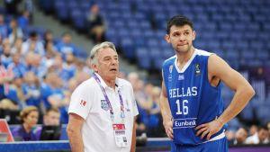 Kreikan valmentaja Constandinos Missas ja Kostas Papanikolaou.