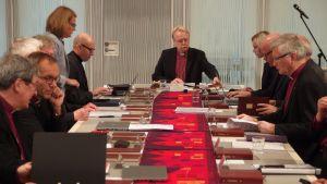 Arkkipiispa Kari Mäkinen avaa piispankokousta.