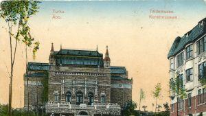 Liikemiesveljesten Ernst ja Magnus Dahlströmin lahjoittama Turun taidemuseo sai pian rinnalleen Wuorilinnan talon.