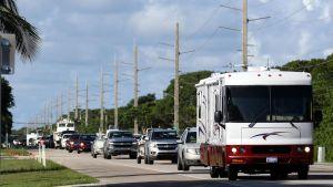 Ihmiset jättivät kotinsa ennen hurrikaani Irman saapumista Key Largossa Floridassa 8. syyskuuta.