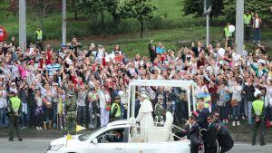 Paavi Franciscus viisipäiväisellä vierailulla Kolumbiassa.