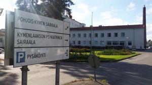Kyltti Pohjois-Kymen sairaalaan ja Kymenlaakson psykiatriseen sairaalaan