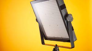 Valo- ja videokuvauskäyttöön tarkoitettu led-paneeli.