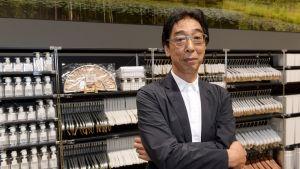 Japanilaisen lifestyle-ketju MUJIn pääjohtaja Masaaki Kanai Habitare-messuilla Messukeskuksessa Helsingissä 13. syyskuuta 2017.