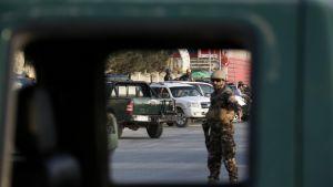 Turvallisuusjoukkoja Kabulin kaduilla.