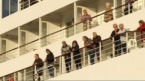 Risteilyvieraita laivan kannella