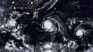 Kuvassa vasemmalta Katia-, Irma- ja Jose -hurrikaanit.