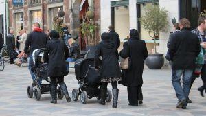 Muslimiperheitä Kööpenhaminassa.