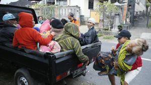 Asukkaita evakuoitiin tulivuorenpurkauksen tieltä Balilla 23. syyskuuta.