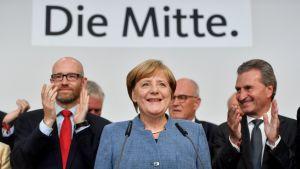 Saksan liittokansleri ja CDU:n puheenjohtaja Angela Merkel kuvattuna vaalivalvojaisissa Berliinissä 24. syyskuuta.