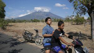 Agung-vuori nähtynä Datahin kylästä 26. syyskuuta.