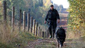 rajavartija ja koira itärajalla