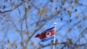 Pohjois-Korean lippu liehuu Pekingin suurlähetystön katolla
