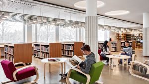 Aalto-yliopiston Harald Herlin -oppimiskeskuksen kirjasto.