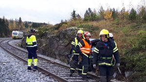 Kiskobussi törmäsi henkilöautoon Petäjävedellä Tiilimaan tasoristeyksessä.