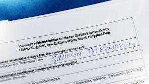 Kannattajakortteja Sininen tulevaisuus -puolueen rekisteröimistä varten.