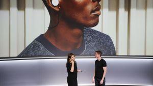Teknologiajätti Google julkisti keskiviikkona 4. lokakuuta kuulokkeen, joka tulkkaa puhetta suoraan kielestä toiseen.