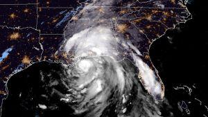 Yhdysvaltain sää- ja valtamerentutkimusorganisaation (NOAA) välittämä sateliittikuva hurrikaani Naten etenemisestä 8. lokakuuta.