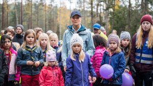 Kruununprinsessa Victoria lasten kanssa vaelluksella 6.10. Skellefteåssa.