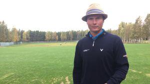 Kymen Golfin Tapio Pulkkanen Kotkan Mussalon kentän harjoitusalueella
