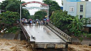 Tulvat ovat katkaisseet sillan Vietnamin pohjoisosissa.