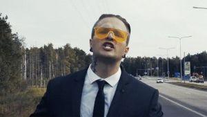 Kuvakaappaus OG Ulla-Maijan Makia-musiikkivideolta.
