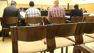 Noriilsk Nickel Harjavalta Oy:n väkeä käräjäoikeussalissa