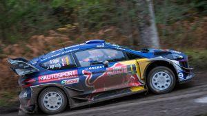 Sebastien Ogier ja Julien Ingrassia Ford Fiesta WRC:llä Walesin MM-rallissa