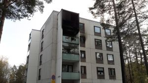 Kerrostalossa palanut asunto Paraisten Österbyntiellä.