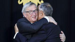 Jean-Claude Juncker lupasi, että EU voi harkita uudelleen väestönsuojeluavun antamista Portugalille.