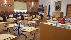 Pulpetit ovat vallanneet kunnantalon valtuustosalin. Niitä käytetään valtuuston kokouksissakin.