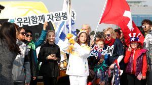 Olympiatuli saapui PyeongChangiin keskiviikkona 1. marraskuuta 2017 korealaisen taitoluistelijan Young Youn kantamana.