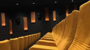 tuoleja elokuvateatterissa