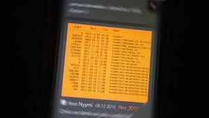 Kännykässä Tor-verkon näkymä, jossa vuodettuja tiedostoja.