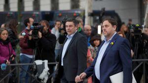 Katalonian entinen varapääministeri Oriol Junqueras kävelee oikeuteen Madridissa 2.11.2017.
