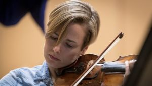 Satu Vänskä on ACO:n ensimmäisen viulun äänenjohtaja.