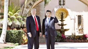 Donald Trump ja Xi Jinping Trumpina huvilalla.