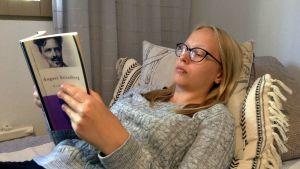Ilona Olli lukee August Strindbergin teosta