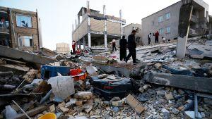 Maanjäristyksen aiheuttamia tuhoja Kermanshahin maakunnassa Iranissa.