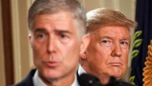 Trump ja konservatiivinen Korkeimman oikeuden tuomari Neil Gorsuch.