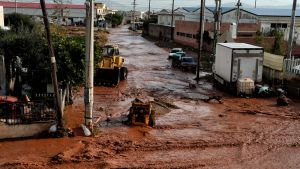 Ateenan lähellä sijaitsevan Mandran kaupungin kadut tulvivat 15. marraskuuta.