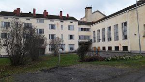 Lauttakylän vanha koulu purettava koulu