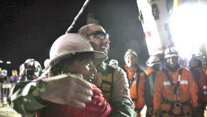 Mario Sepúlveda pelastettuna kaivoksesta.