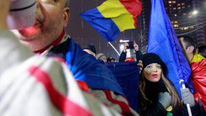 Mielenosoittajia Romaniassa