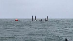 Tutkimusporalautta Esko on merenpohjassa ylösalaisin.