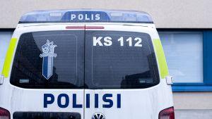Poliisiauto takaapäin