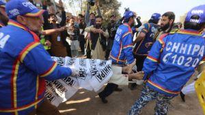 Yhdeksän opiskelijaa sai surmansa, kun ääri-islamistit hyökkäsivät kouluun Peshawarissa, Pakistanissa.