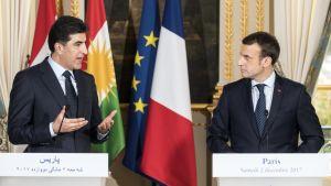 Kurdijohtaja Nechirvan Barzan ja Ranskan presidentti Emmanuel Macron tiedotustilaisuudessa lauantaina 2.12.2017.